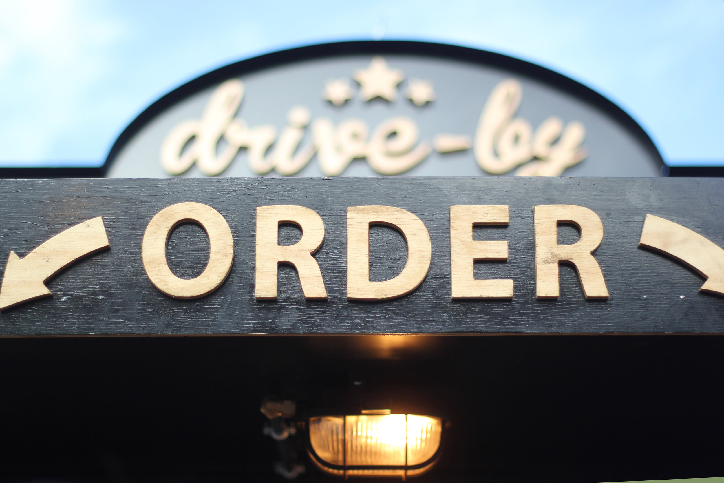 Flexible Service Styles - We'll customize the experience to fit your needs. Whether you want guests to mingle in line at the food truck, self serve with a traditional buffet. Just ask.