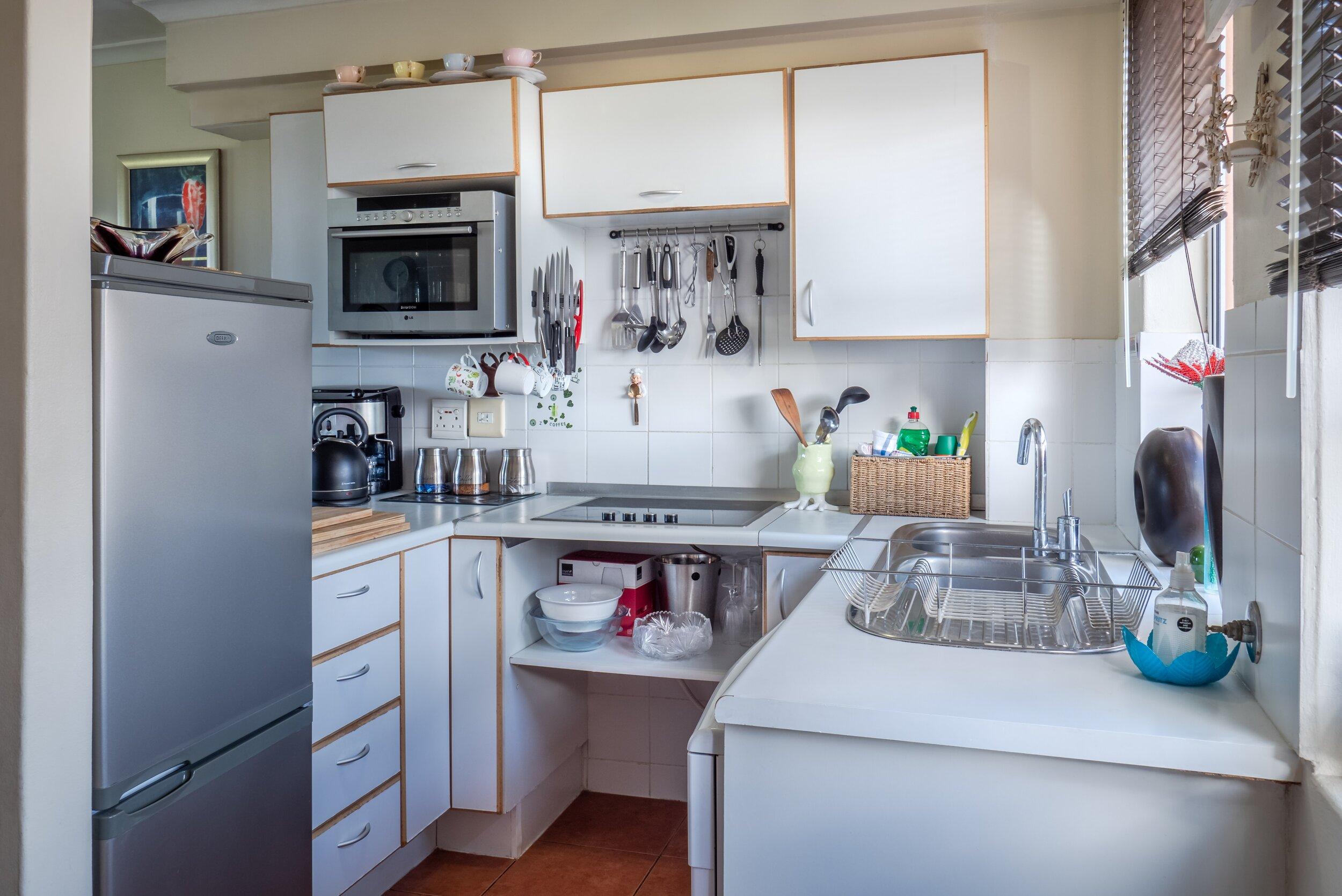 appliances-contemporary-counter-1599791.jpg
