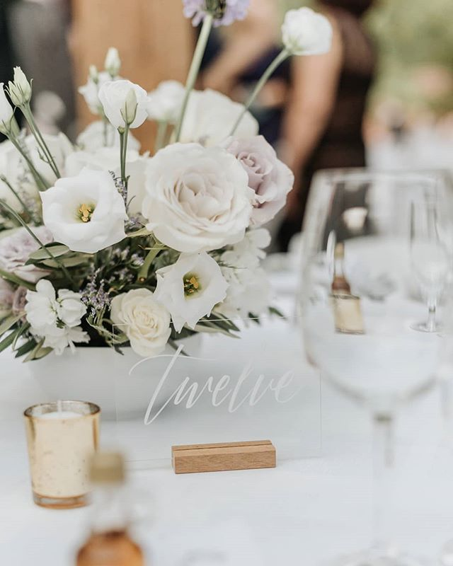 Garden style is my jam - organic, fresh and wild, can't go wrong! . Photo by @saramonikaphoto Venue @kortright1982  Planning by @laceandbirch Videography by @aroymotion . . . #torontoflorist #torontoweddingflorist #mississauaflorist #mississaugaweddingflorist #gtaweddingflorist #romantic #torontowedding #torontoengagement #gardenstyle #gardenroses #wildflowers #organic