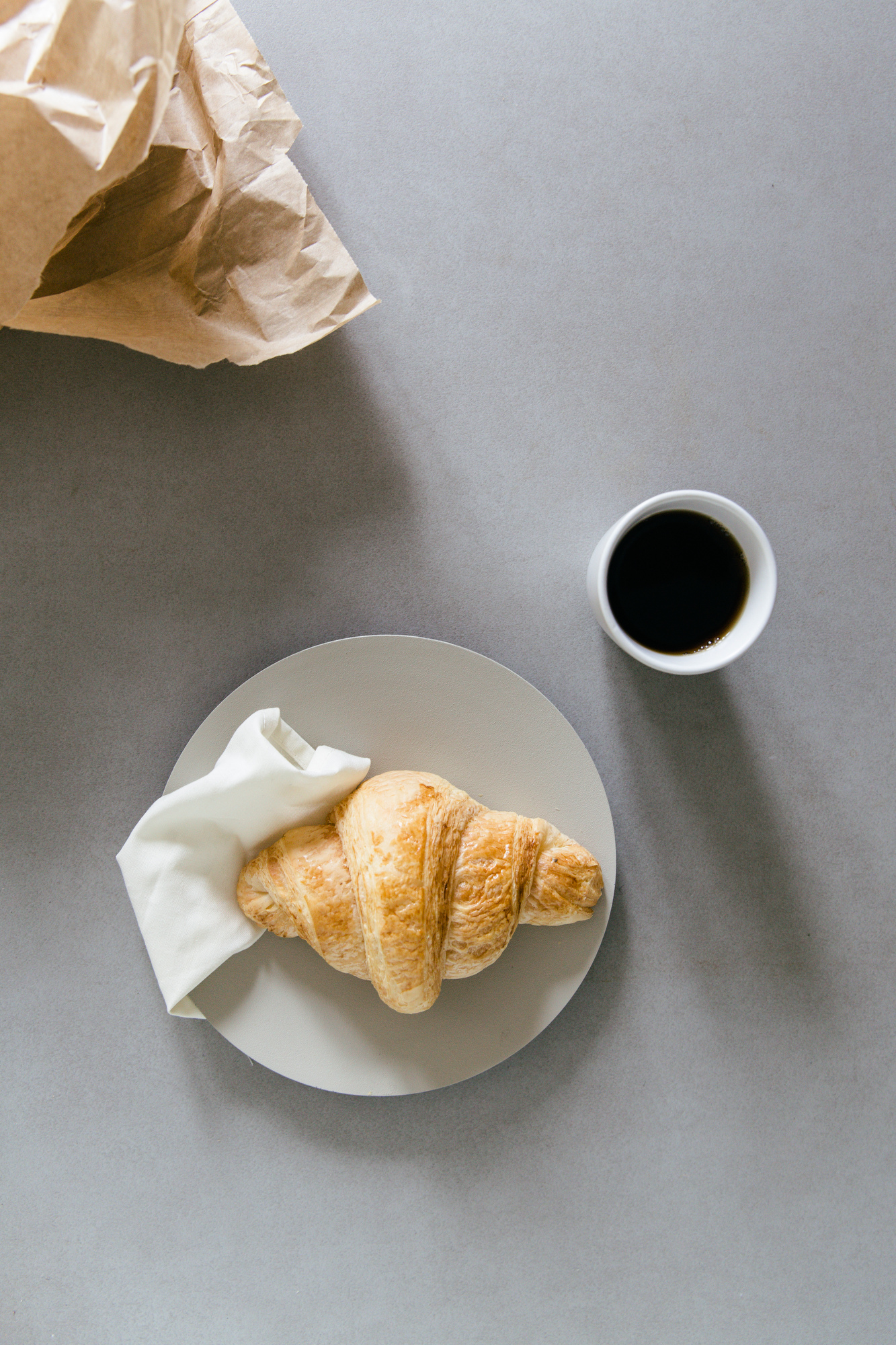 Croissant & coffee breakfast | photography & styling by Joske Simmelink