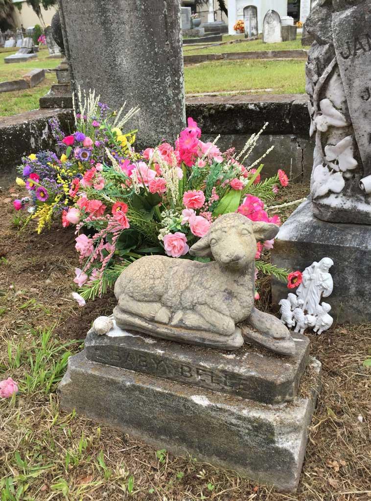 kim-carter-baby-belle-gravesite.jpg