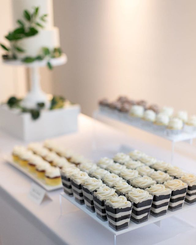 Clean, elegant, modern.  The dessert table that my dreams are made of 💯 ⠀⠀⠀⠀⠀⠀⠀⠀⠀ #enticingicingweddings #minneapoliswedding #minnesotawedding #mplsweddingcakes #mplsweddingbakery #mpls #theknotweddings #theknotcakes #mnbride #mnbridecakes #minnesotabride #luxuryweddingcakes #luxurycakes #customcakes #customweddingcakes #cakeshooters #weddingdessert #cakeinacup #buttercreamfrosting #prettylittlethings #toocutetoeat #dessertlover #cakelover #sweetstable #desserttable #weddingdessert #weddingdesserttable