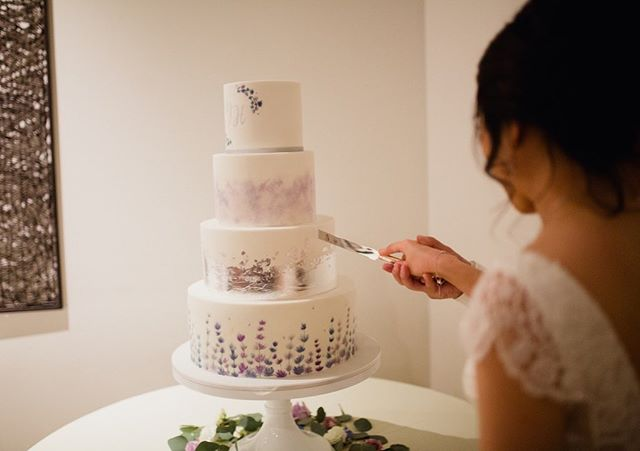 """""""Our guests loved the flavors - perfect texture, not too sweet, deliciously satisfying.  As for the design, cake turned out so much more beautiful and elegant than I imagined it could be, even with the detailed drafts.  We are so happy and could not offer more praise."""" ⠀⠀⠀⠀⠀⠀⠀⠀⠀ #enticingicingweddings photo: @desjardinsstudio"""