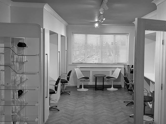 A luxury, discerning co-working studio for independent hairdressers & make up artist. A chic place to look after your clients or teach a masterclass! -  We are on the search for talented stylists / MUA. Feel free to get in touch.