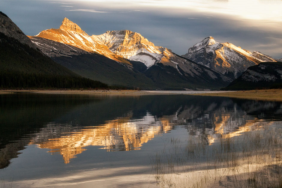the-spray-lake-reservoir-one-of-most-photogenic-spots-in-canmore-and-kananaskis.jpg