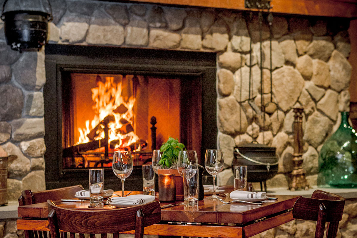 30-boston-restaurants-and-bars-with-cozy-fireplaces-restaurants-with-fireplaces-l-6c794fcb312d23e9.jpg