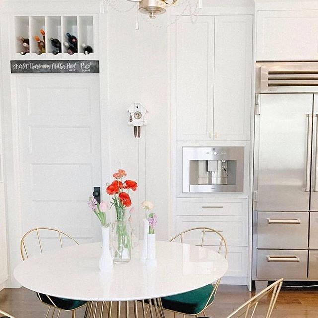 A snapshot from @itsaboserlife, inside @sarasota.homes, this sparkling kitchen was a joy to clean! Follow this St. Albert builder for major #homedecor inspo! #CleanNowSparkle #CleanNowSpring #yeg #StAlbert