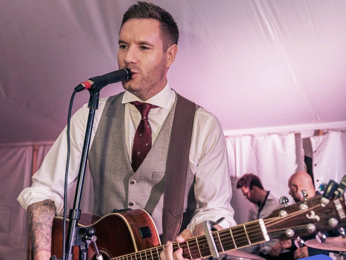 dan broadhurst - Acoustic Guitarist