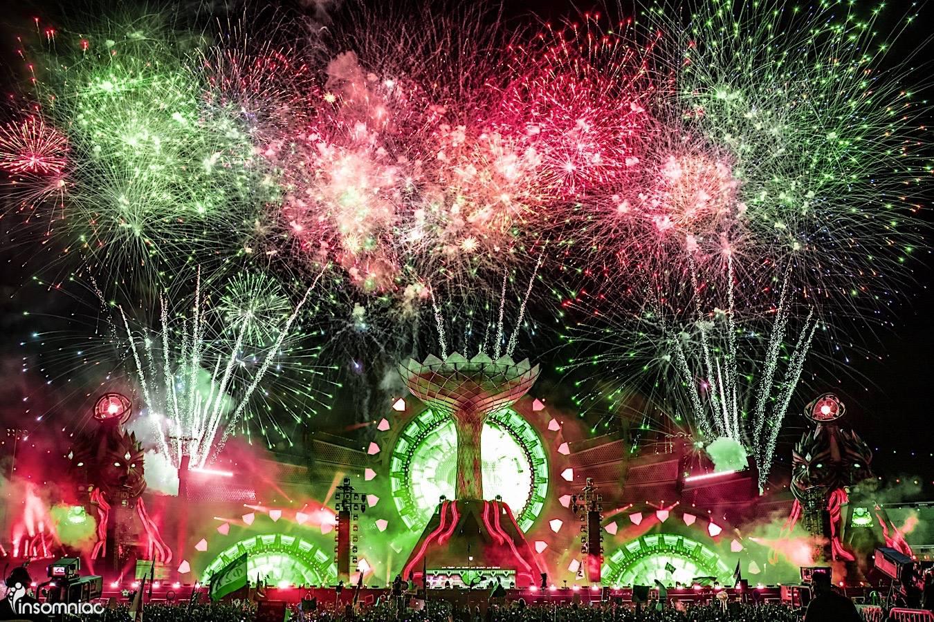 EDC-Las-Vegas-2016-Fireworks.jpg