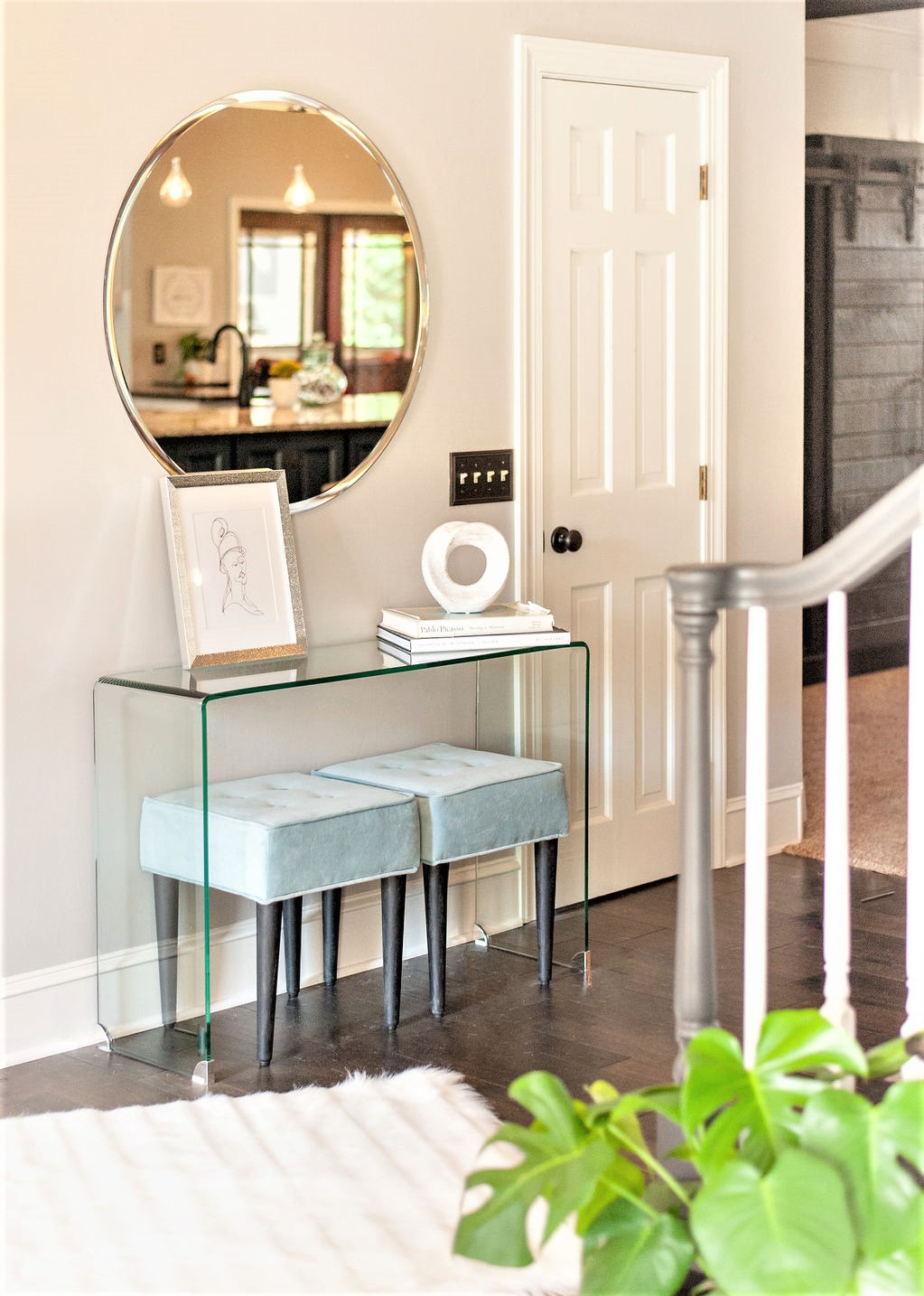 Blank-Canvas-Interior-Design-in-kansas-city-entry-with-table.jpg