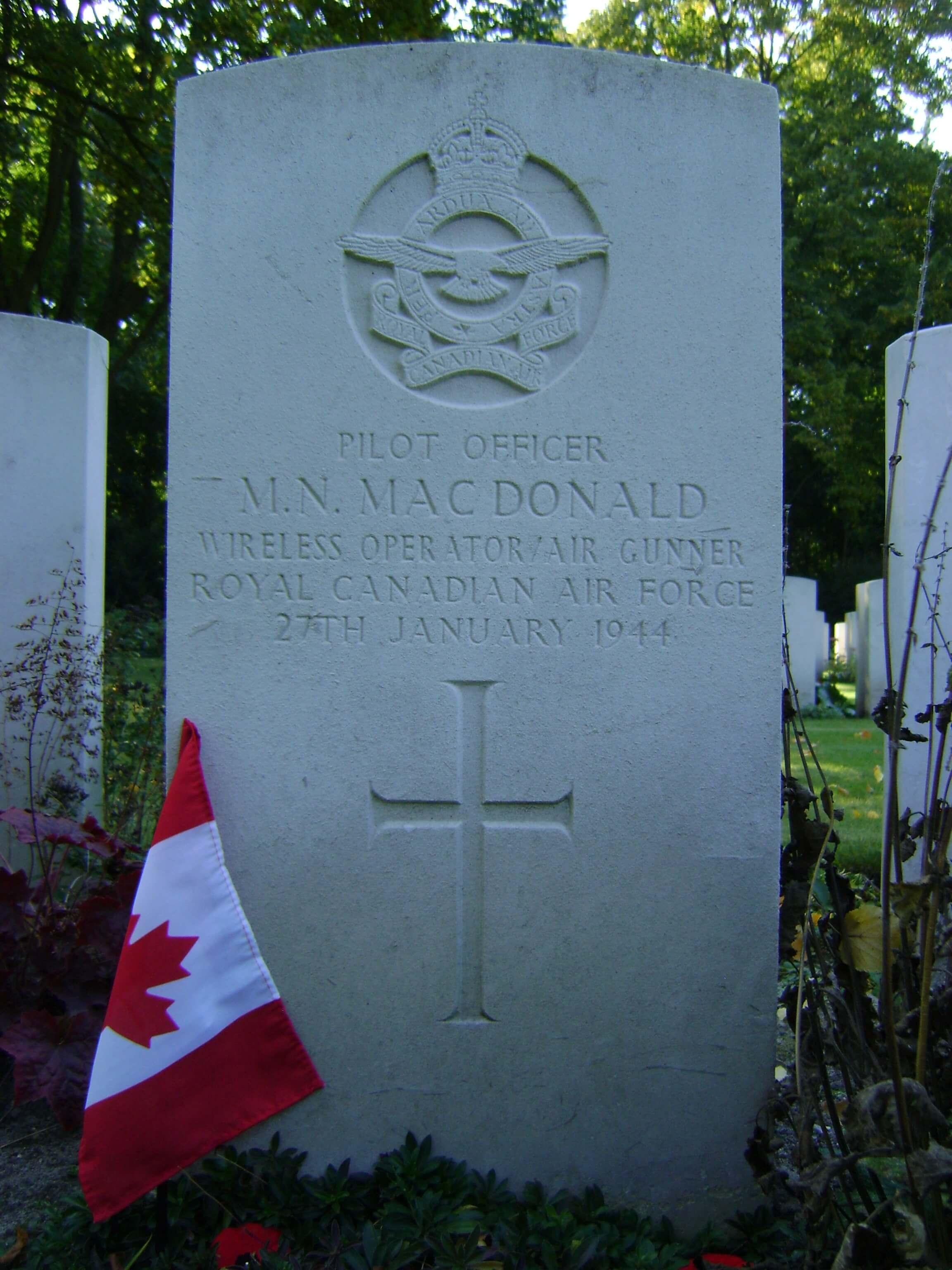 3b -- Gravestone of Murdo MacDonald.JPG