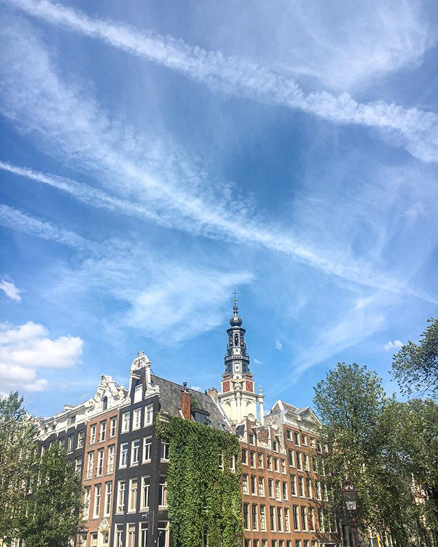 When the clouds resemble mindless brush strokes, as if someone just painted the sky 🎨 . . #visitholland #iamsterdam #amsterdam_streets #holland🇳🇱 #holland_photos #skyporn #amsterdamcity #europetrip #netherlands🇳🇱 #dutch #traveldiary #quote #artofvisuals #exploremore #summertime