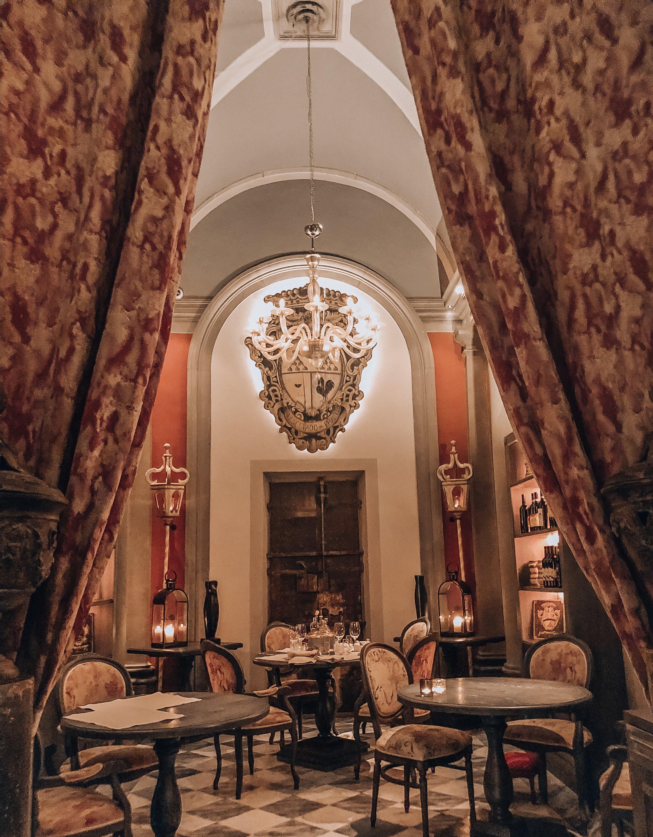 Locale Florence Italy ( Via delle Seggiole, 12/red, 50122 Firenze FI, Italy )