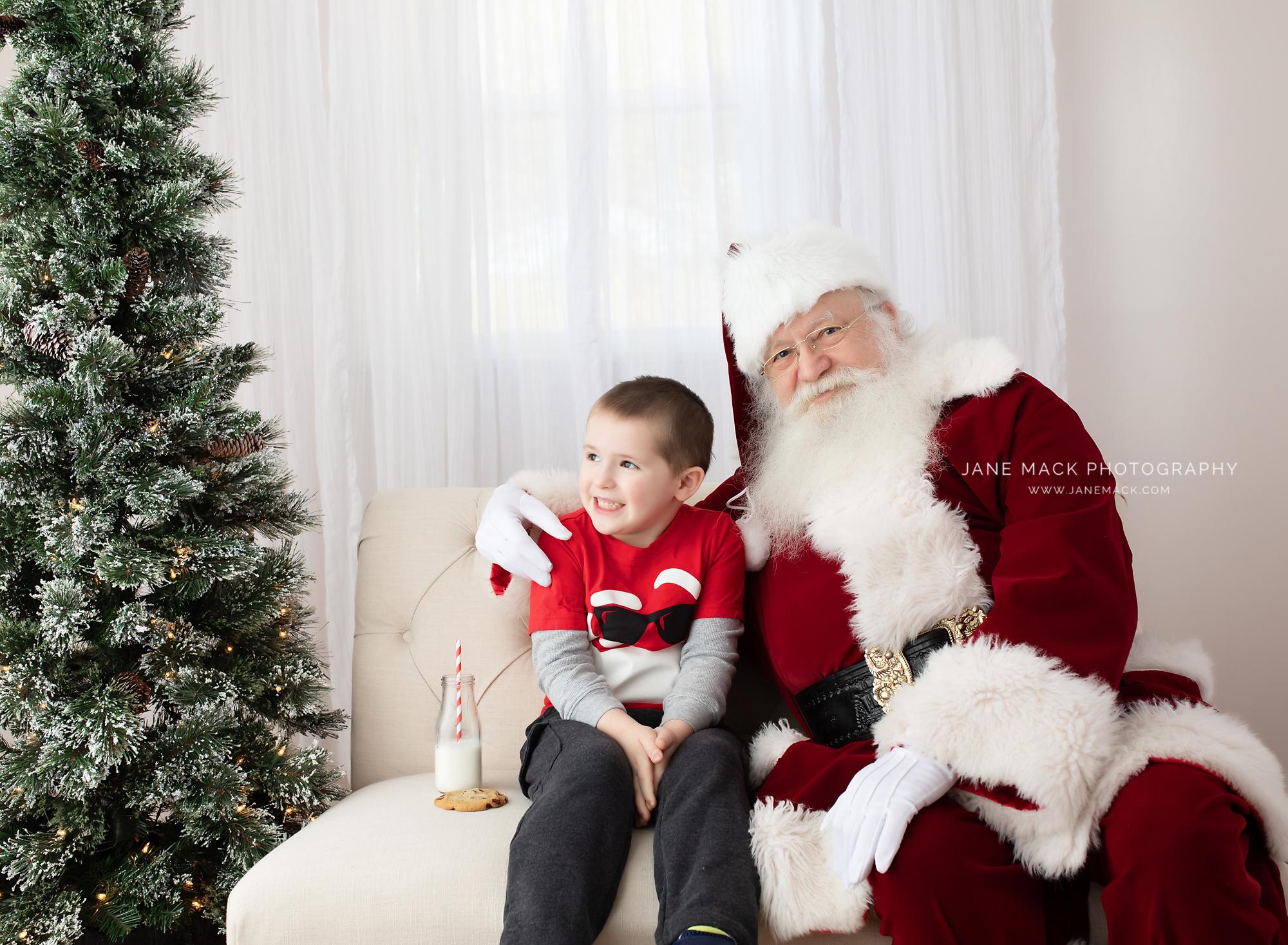 Best Santa Photographer in Maryland.jpg