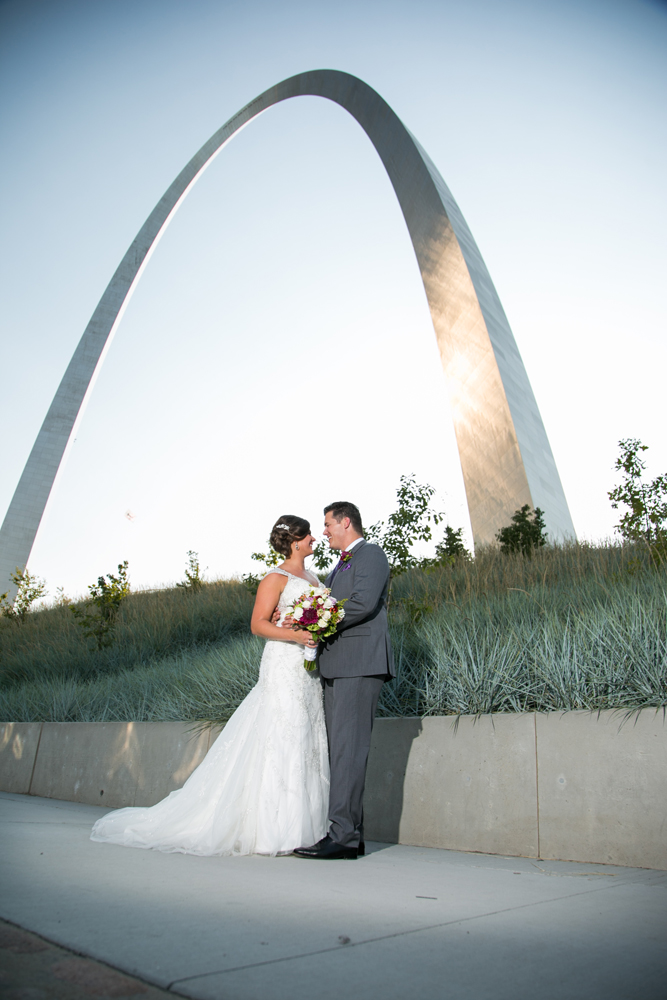 TrotterWeddingPhotoGatewayArch_1000x667.jpg