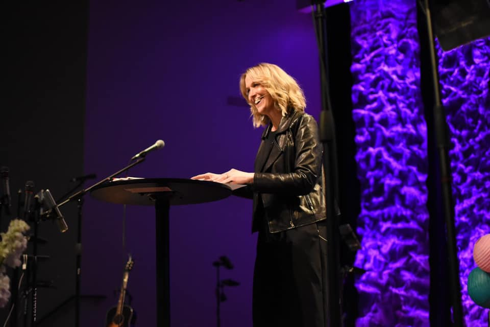 - Amy Kratzer is a national conference and event speaker, comfortable in front of audiences of thousands of women. She's passionate about The Gospel, building community and guacamole!Bible teacher, story-teller and avid hugger - read Amy's story here.