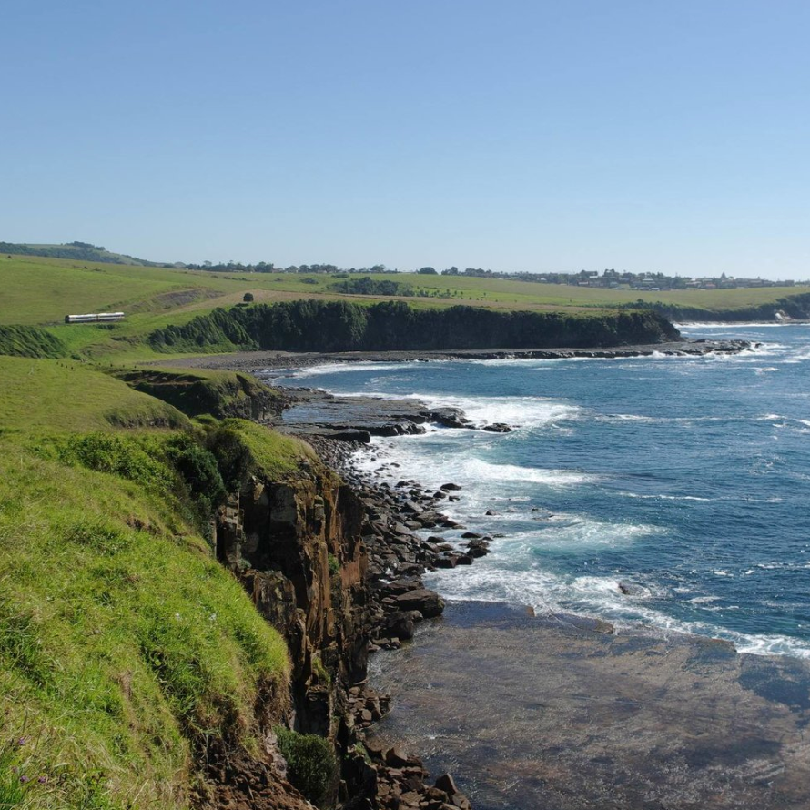 KIAMA COASTAL WALK   Start on the track at the north end of Werri Beach to Kiama via the ocean side walking track. Remember to take plenty of water and some money for the train ride home – one way from Werri can take anywhere from 2-4 hours.