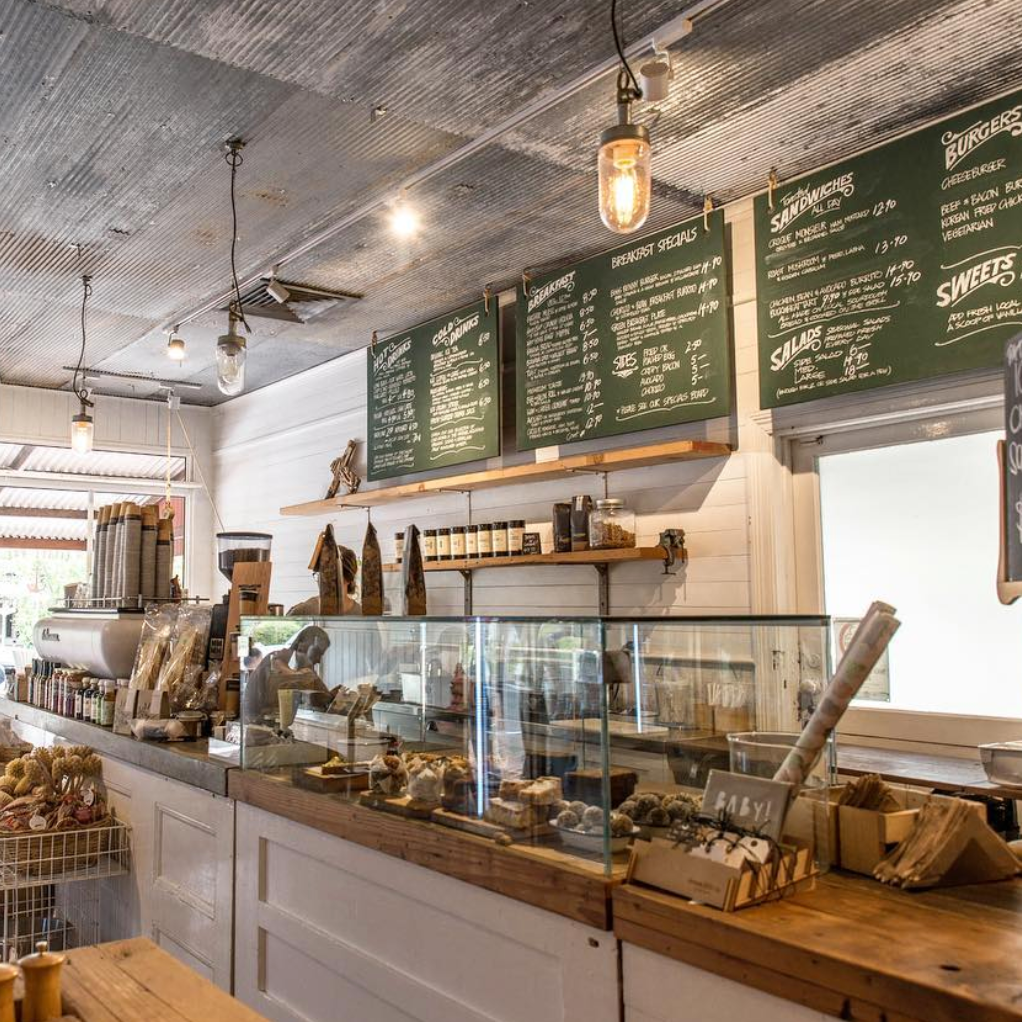 BERRY   Well known quaint village, a great place to visit for a spot of shopping with some of our fave stores being Cabana Joe's, Moss Nest, Amara Home, Few & Far, Shady Fig and Haven & Space. For a bite to eat, head to the Berry Sourdough Cafe or one of the many other quaint cafes.