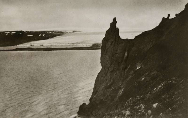 De uit de IJstijd stammende Hagavatn Langjokull gletsjer op IJsland. Omstreeks 1930. The Hagavatn Langjokull glacier. Island, ca. 1930.