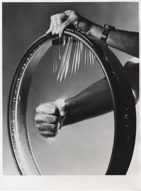 "Velg verpakt in ""Surlyn""folie. Surlyn werd in 1964 op de markt gebracht door Du Pont, Zwitserland. A rim in ""Surlyn""packing. Surlyn was first produced by Du Pont, Switserland in 1964."