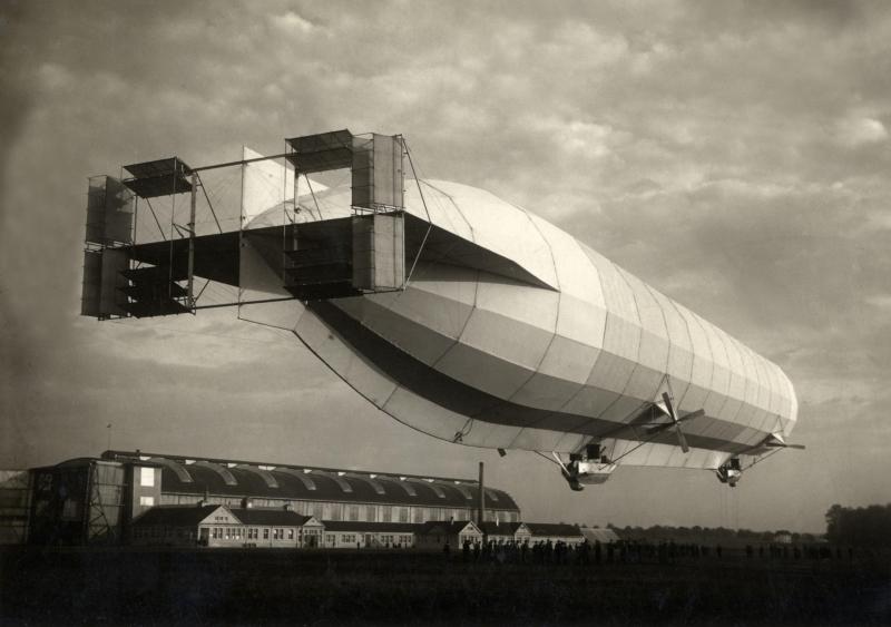 Dromen en constructies. - Zeppelin, 1911. Originele bijschrift: