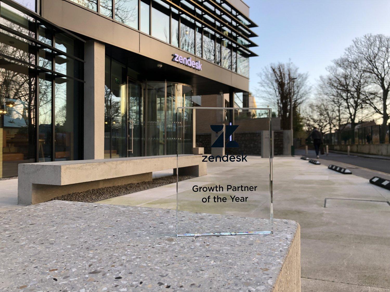 """Dec 2018 - Premium Plus bekroond in Dublin met de """"Growth Partner of the year"""" award als erkenning voor de manier waarop ons bedrijf zijn positie in het Zendesk Partner landschap heeft uitgebreid."""