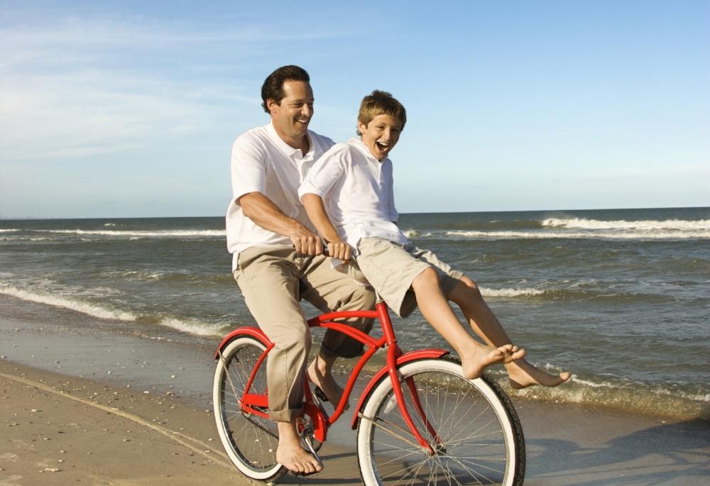 vader met zoon op fiets_tony.jpg