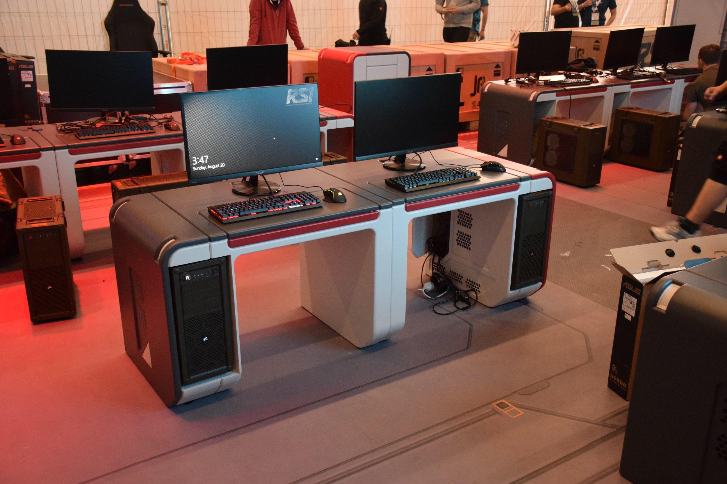 GamesCom Desks