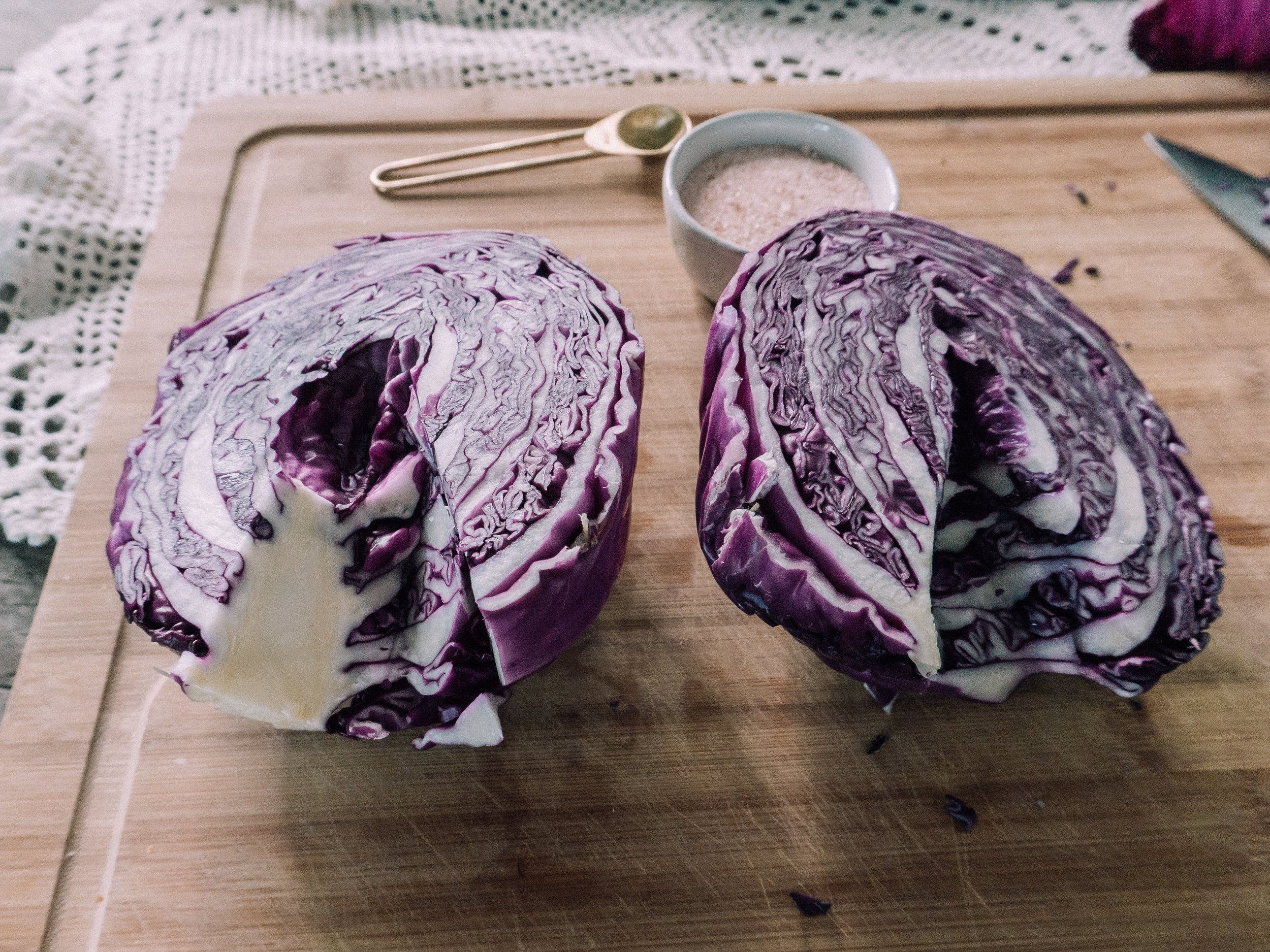 Step 1: Throw away the first layer of the cabbage, save the second layer and set aside, cut in half and then cut out the core.