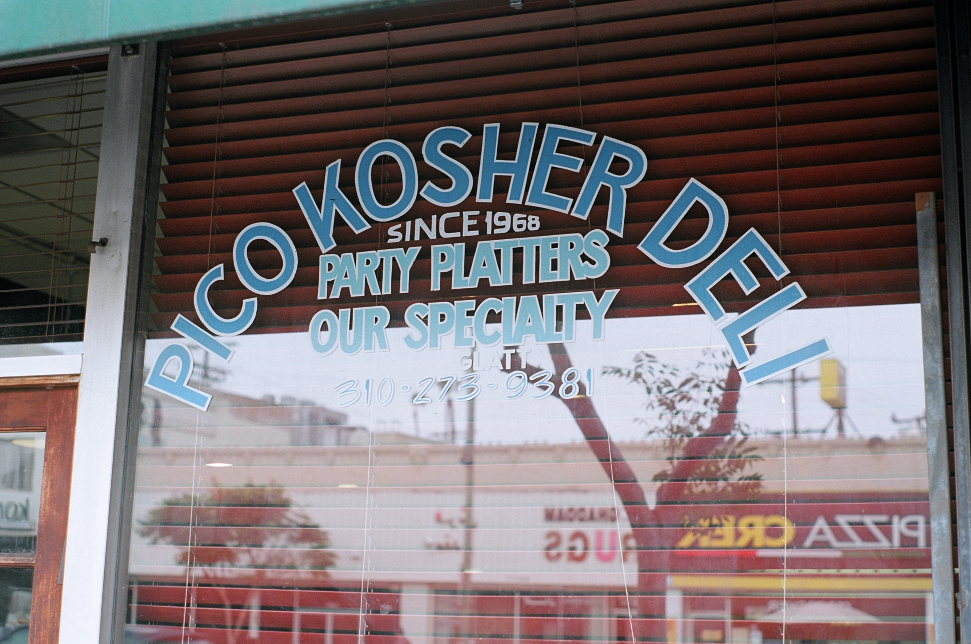 Pico Kosher Deli .  Kodak Portra 400. Pentax K1000. Fletcher Berryman 2019.