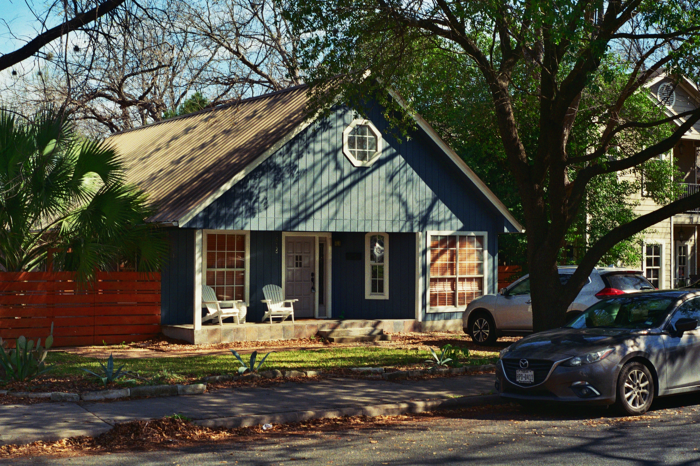 One of the many beautiful historic homes in Bouldin.  Austin, TX  Kodak Ultra Max 400. Pentax K1000. Fletcher Berryman 2019.