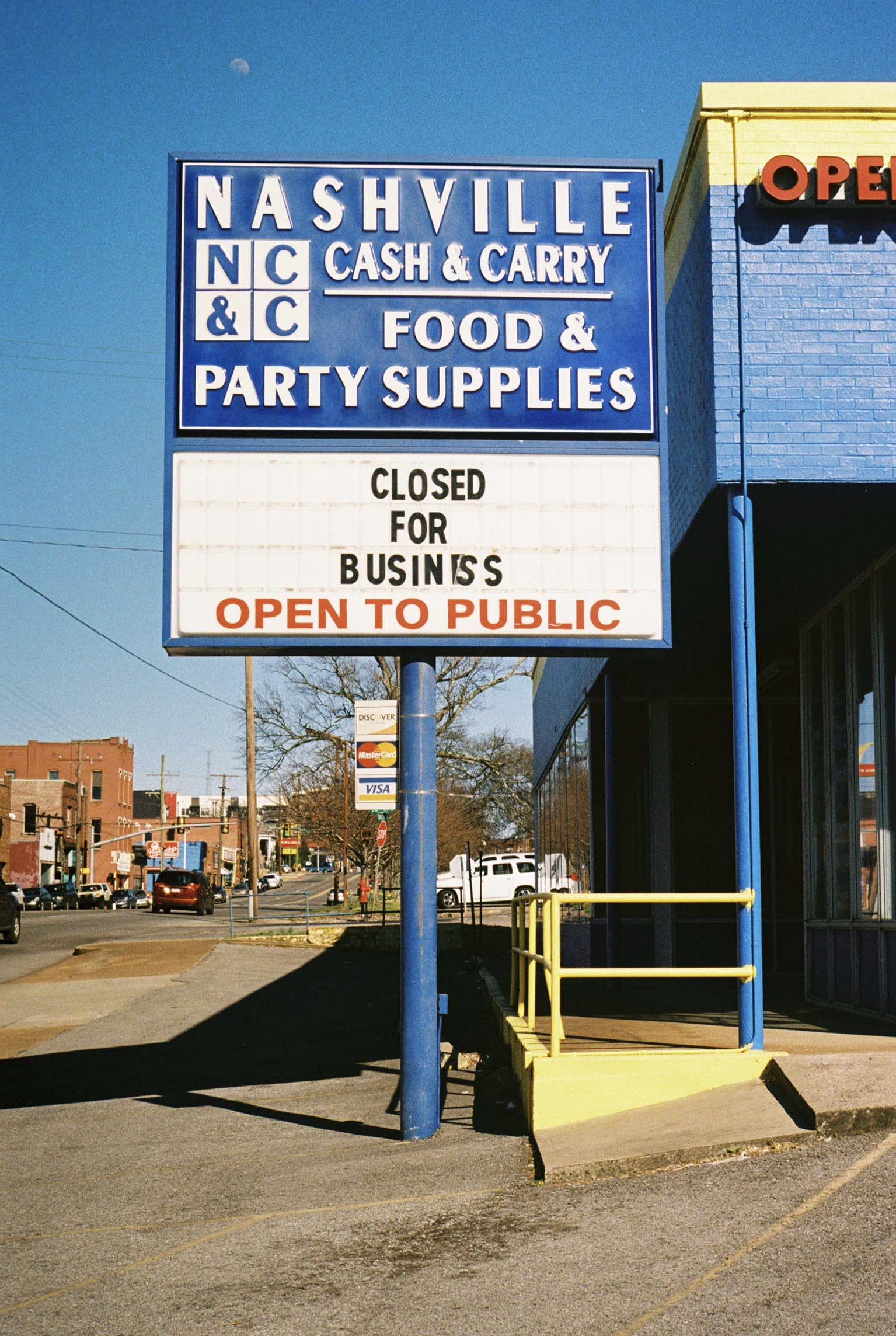 Closed for business but open to the public. Nashville, Tennessee.  Kodak Ultra Max 400. Pentax K1000. Fletcher Berryman 2019.
