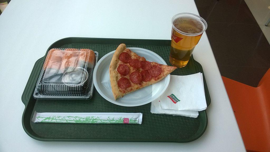 Silite Food Tray   [Photo: Wikimedia Commons]