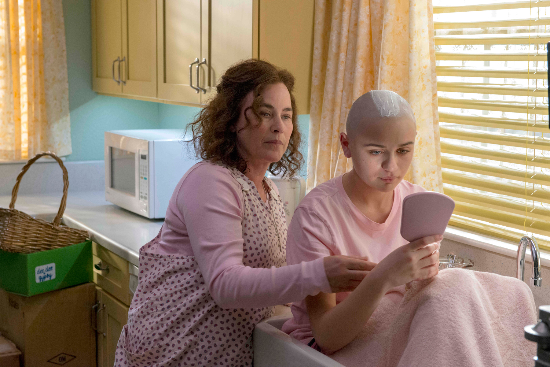'The Act' depicts the story of Dee Dee Blanchard (Patricia Arquette), Gypsy Rose Blanchard (Joey King). [Photo: Brownie Harris/Hulu]