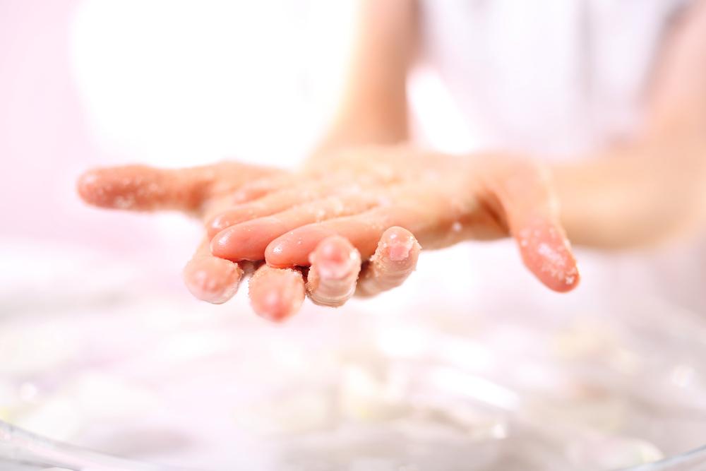 Vine-Vera-Cleanse-Your-Pores-with-Sea-Salt-Hand-Scrub.jpg