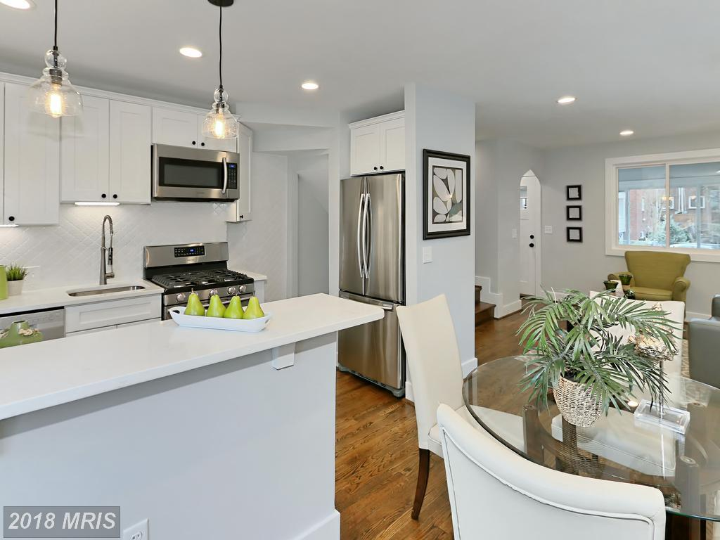 Manning 3035 - kitchen.jpg