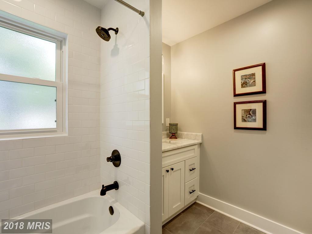 Dannys 3634 - bathroom.jpg