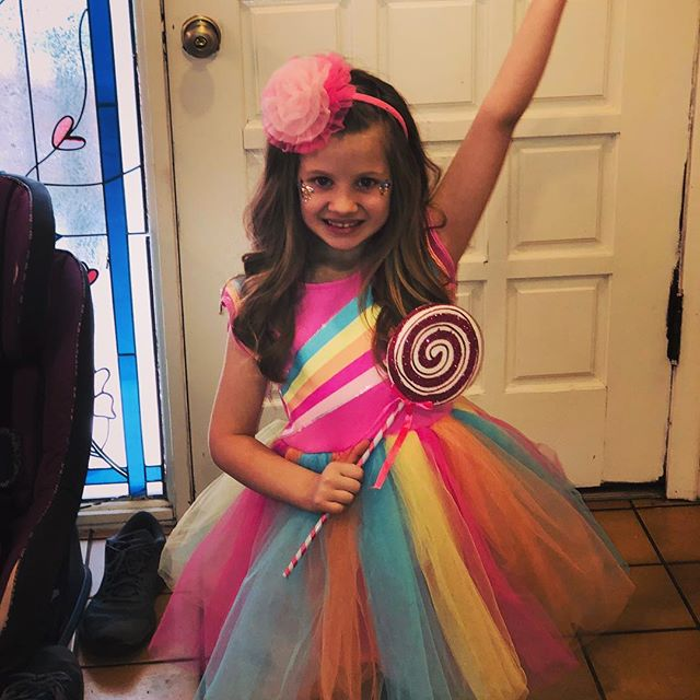 Had to share this little princess! She absolutely loves @itsjojosiwa and rocked one of her fashions for her skating party! . #jojosiwa #fashion
