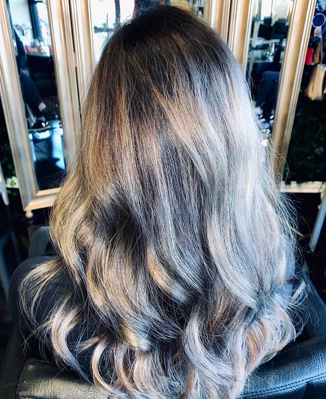 Sterling Splash on Natural Level 4 and it's happening because of @lanzahaircare Ultrablonding Decolorizer  Toned with 200P+100P+1N in Demi translucent formula for #perfectsilverpolish  Have you tried the extra ash trend? . : . #silverhair #buzzhair #hairbrained #modernsalonmagazine #behindthechair #wichitakansas #wichitastylist #modernsalon #hairoftheday #mondayinspiration #ittakesapro