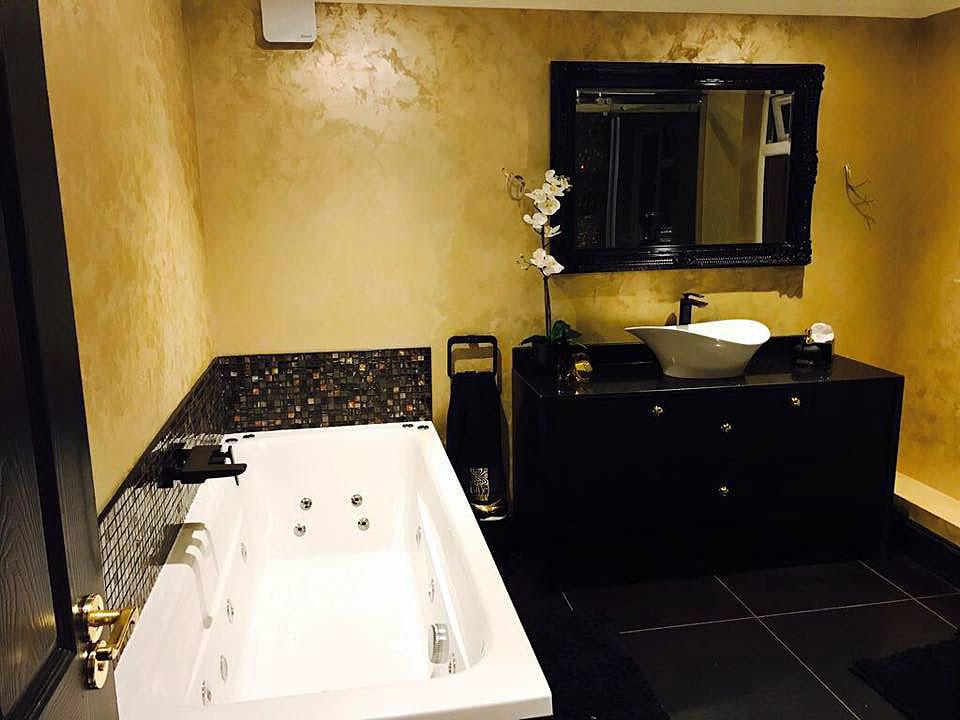 feature wall bathroom london 3.jpg