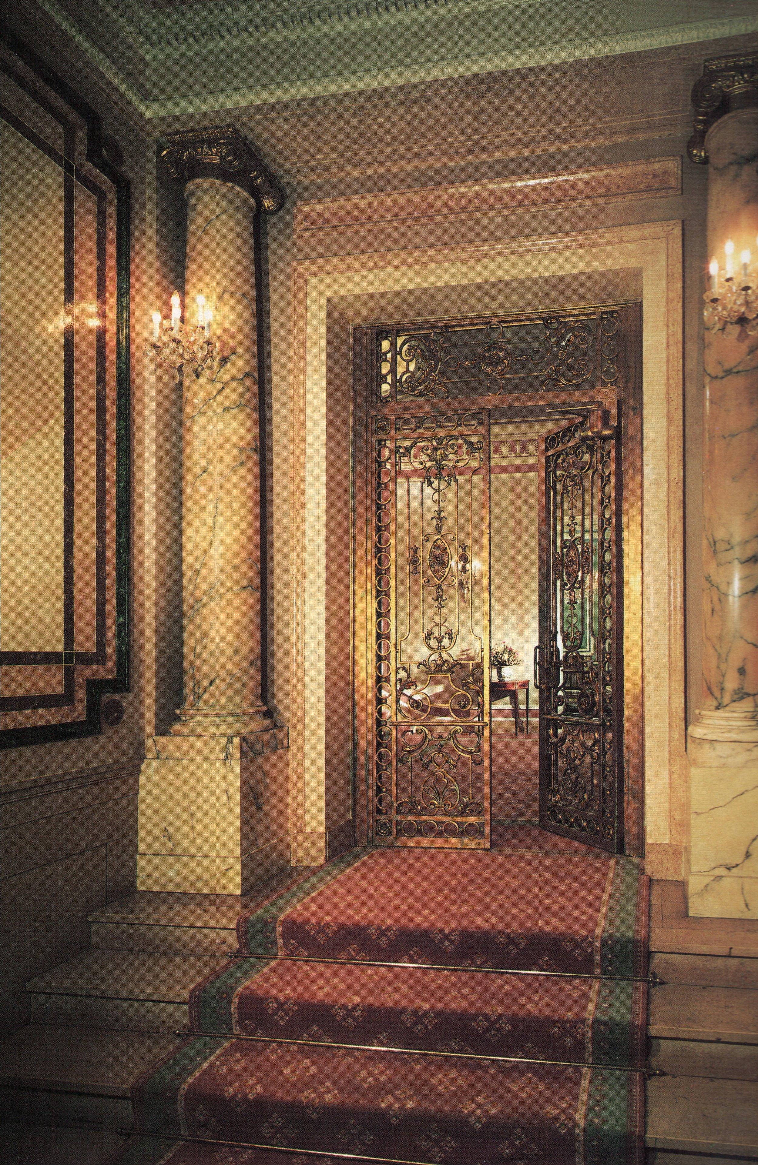 faux marble colloums entrance hall