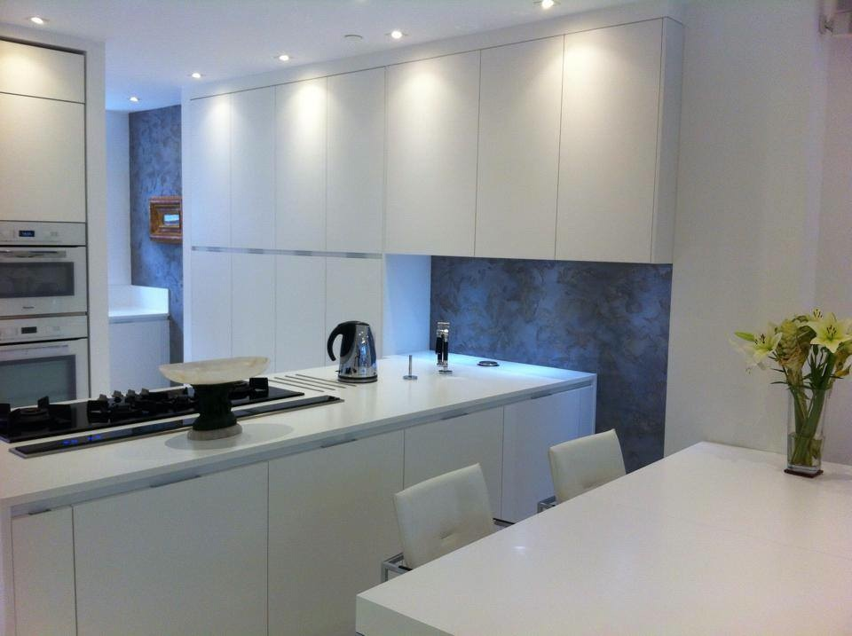 travertino polished plaster feature with anique silver wax walls modern kitchen interior designs 6.jpg