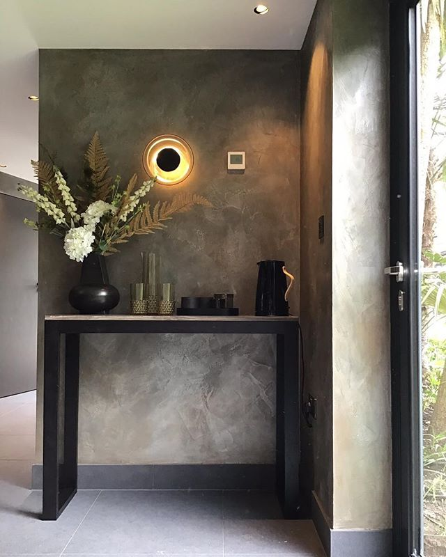 More of this beautiful master spa located in #putney #london we applied a beautiful bespoke polished plaster with silver and movements of bronze. • #london #putney #southwestlondon #spa #bathroom #mirrow #pendent #pendentlights #lights #polished #plaster #polishedplaster #bespoke #fabulousfinishes_uk #fabulous #silver #bronze #reflections #likeforlike #bronze #silver #masterspa #throwback #artisanmade #artist #custom #bespoke #artisanmade