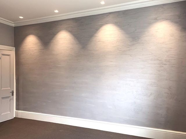 This is a beautiful Feature wall we have just completed in Putney , this is a soft relaxing finish it is from Sableo Matt range.  This colour is so on trend right now! It's an  Italian finish with fine texture. We are so happy with the results 👏🏼 . . . #mattwall #mattwallfinish #fabulous #fabulousfinishes_uk #soft #gental #beautiful #interiordesign #feature #artisan #walls #bespoke #custum #londonbased #london #uk #aus #bespokewalls #interior #likeforlikes #grey #greyinteriors #featurewall #womenswork