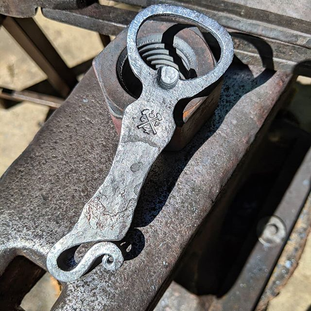 Wanted to try something a little different today and took some inspiration from @federknives recent bottle openers. It isn't as clean as I would like but it turned out alright!  #forged #forge #bottleopener #blacksmith #handforged #beer #craftbeer #bottleopener #maker