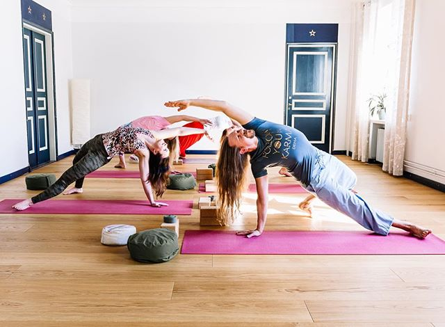 Power yoga class today at 4:30pm. Starting the monday by flipping the dog bc why not. Look the world from another angle 😂🙏🏼🙊😎 #challenge yourself!  Thank you our super yogis @anubella @annamariak_valmennus @laurastiina_247 @marililjedahl