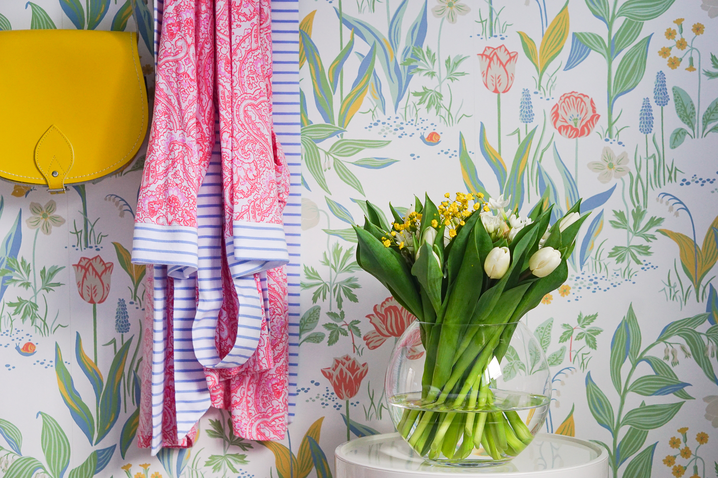 Floral wallpaper ... in bloom all year round