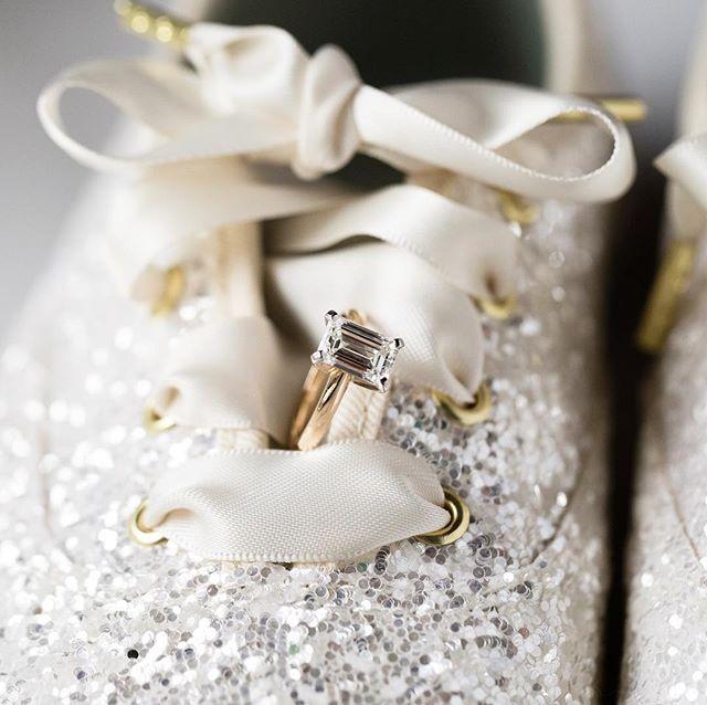 This emerald cut on the laces of the jazziest @katespadeny shoes is perfection! . . . . #katespade #katespadekeds #brideshoes #fridayfeels #keds #kedskatespade #emeraldcutdiamond #emeraldring #glittershoes #sparkleshoes #houstonweddingphotographer #houstonweddinginspiration #sarahainsworthphotography #thatsdarling #bridesrings #engagementring #engaged #ivoryandgold #ring #ringshot #windowlight #macro #canon100mmmacro