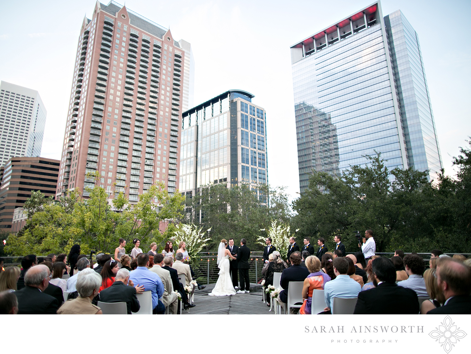 23_the-grove-wedding-rooftop-wedding-houston-weddings-at-the-grove-downtown-rooftop-wedding-hilton-americas-discovery-green-wedding_03.jpg