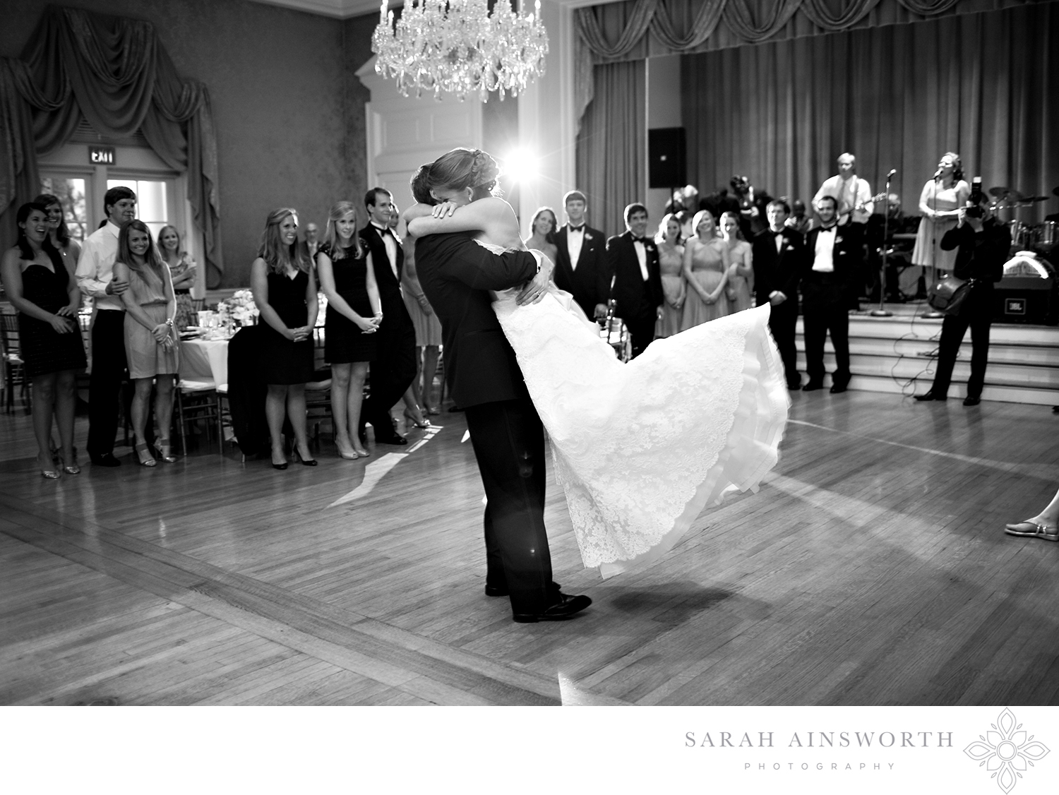 35_junior-league-of-houston-wedding-reception-classic-houston-wedding-venue-junior-league_01.jpg